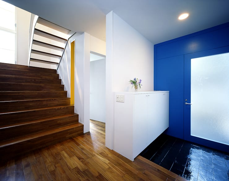 玄関: 久保田章敬建築研究所が手掛けた廊下 & 玄関です。