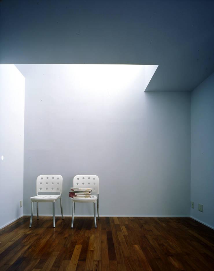 主寝室: 久保田章敬建築研究所が手掛けた寝室です。