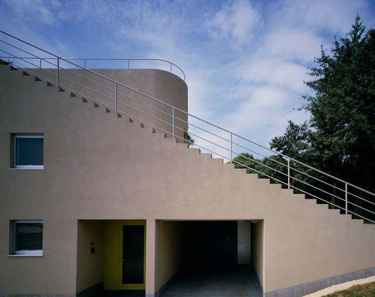 段々テラスの家: 久保田章敬建築研究所が手掛けた家です。