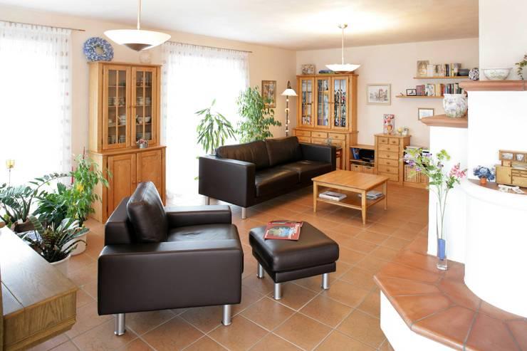 Salas de estar ecléticas por Haacke Haus GmbH Co. KG