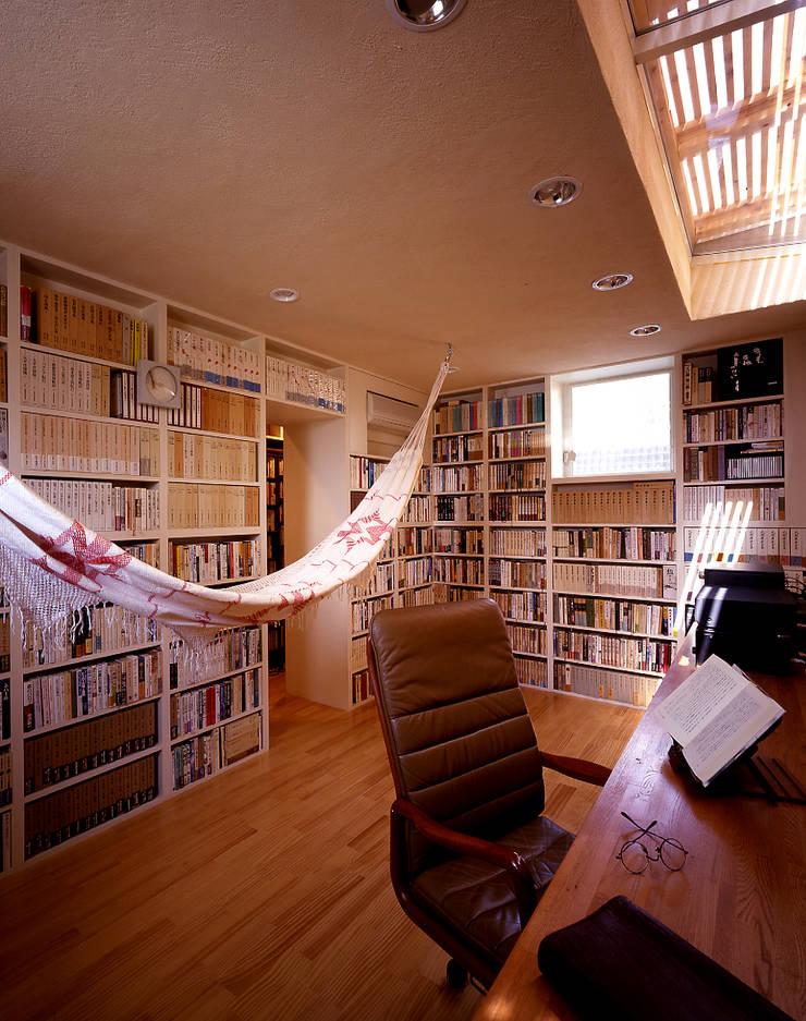 書斎: 久保田章敬建築研究所が手掛けた和室です。