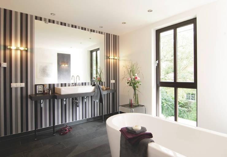 Baños de estilo  por Haacke Haus GmbH Co. KG