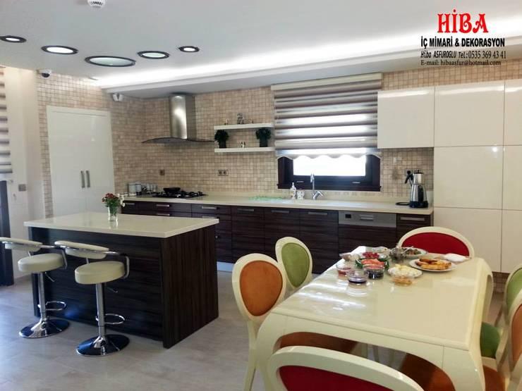 Hiba iç mimari ve dekorasyon – DR Sinem DR Olgun Karazincir Villası: modern tarz Mutfak