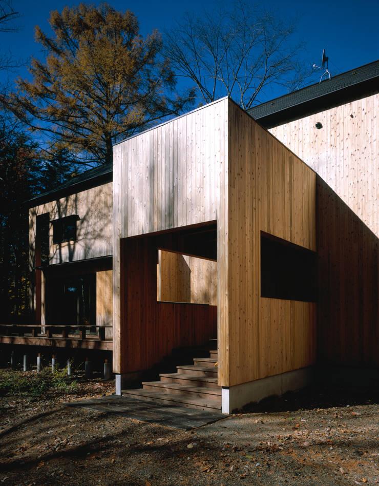 エントランス: 久保田章敬建築研究所が手掛けた家です。,