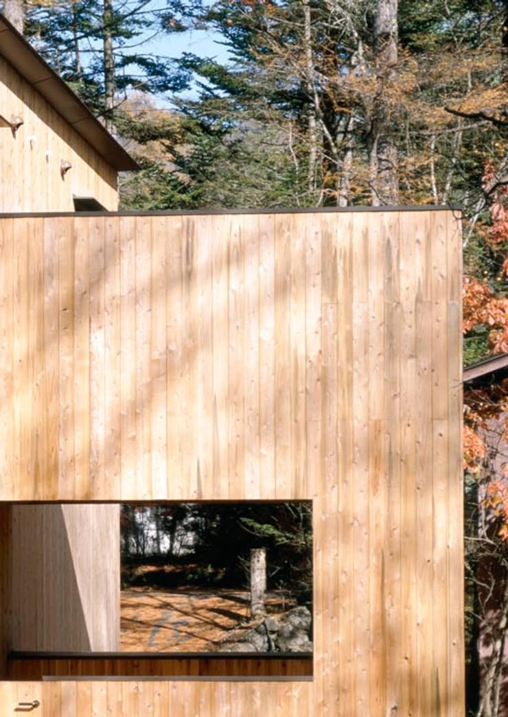 壁面と開口部: 久保田章敬建築研究所が手掛けた家です。,
