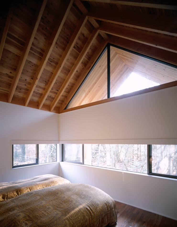 主寝室: 久保田章敬建築研究所が手掛けた寝室です。,