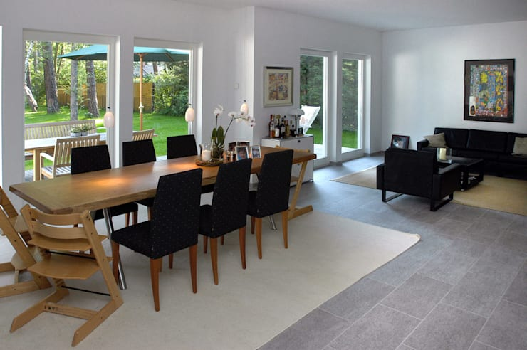Dining room by Haacke Haus GmbH Co. KG