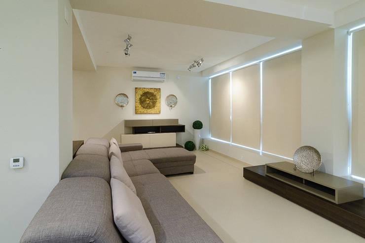 Projekty,  Domowe biuro i gabinet zaprojektowane przez Креазон