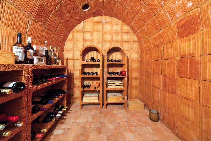 Traumhafte Aussichten : mediterraner Weinkeller von Haacke Haus GmbH Co. KG