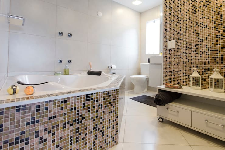 Brooklin: Spas  por Lo. interiores