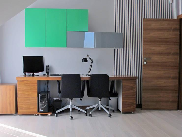 4: styl , w kategorii Domowe biuro i gabinet zaprojektowany przez Projekt Kolektyw Sp. z o.o.,Nowoczesny