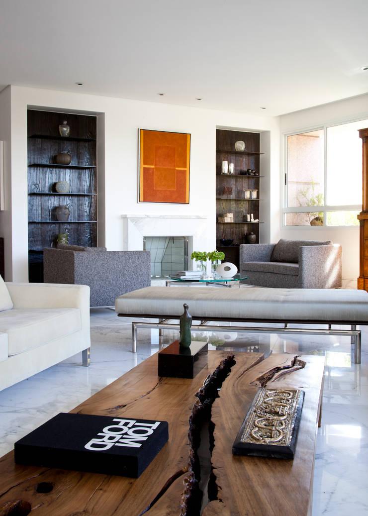 VNC APARTAMENTO : Salas de estar  por Noura van Dijk Interior Design