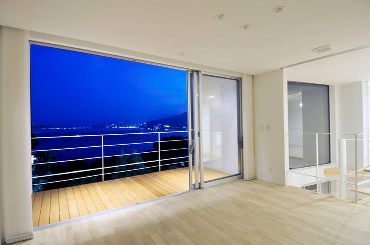 Living room by ディアーキテクト設計事務所, Modern