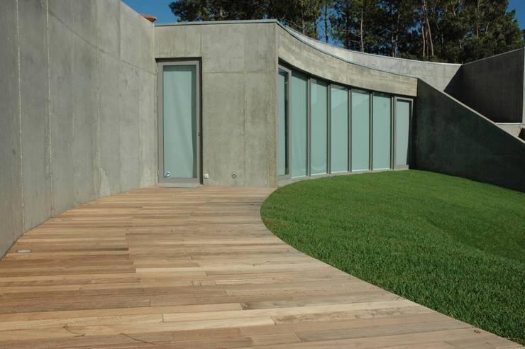 Casa II: Casas  por A. BURMESTER ARQUITECTOS,Moderno