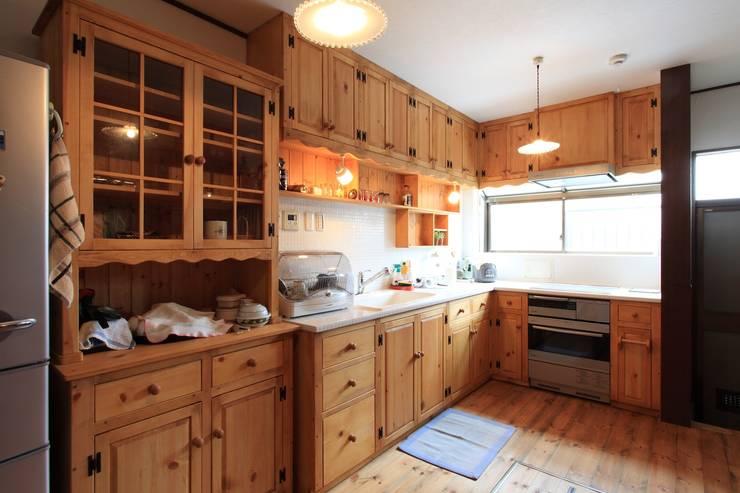 キッチン: 株式会社伏見屋一級建築士事務所が手掛けたキッチンです。