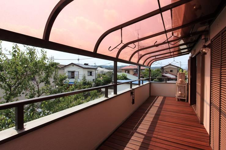 Terrazza in stile  di 株式会社伏見屋一級建築士事務所