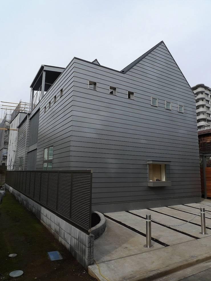 シンプルな家の外観01: 桑原建築設計室が手掛けた家です。