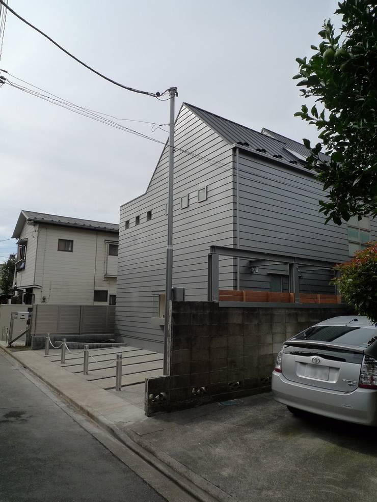 シンプルな家の外観02: 桑原建築設計室が手掛けた家です。