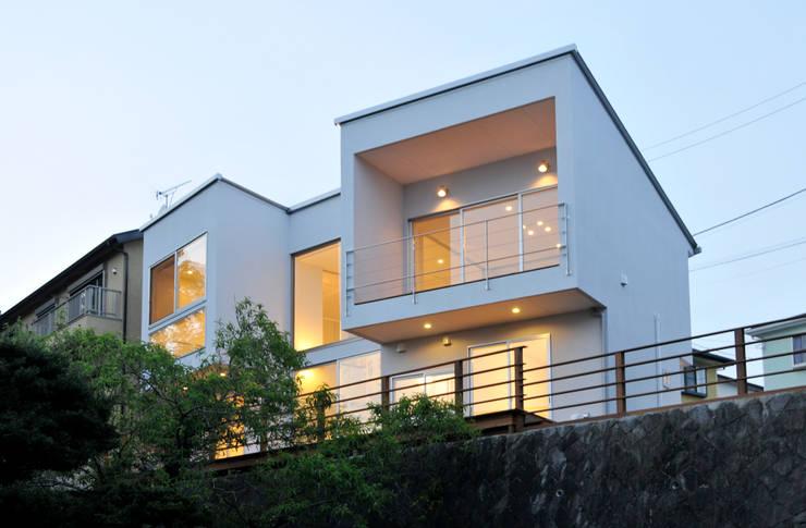 """海を眺める""""望遠鏡""""住宅: ディアーキテクト設計事務所が手掛けた家です。"""