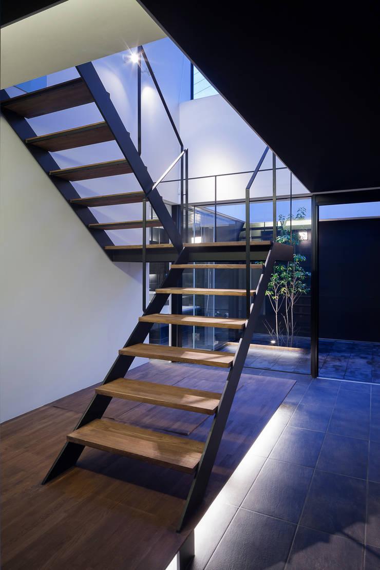 ウキバコ: (株)建築デザイン研究所が手掛けた廊下 & 玄関です。