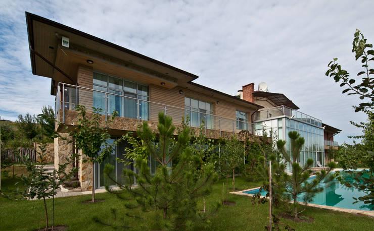 T residence: Дома в . Автор – Didenkül+Partners, Эклектичный