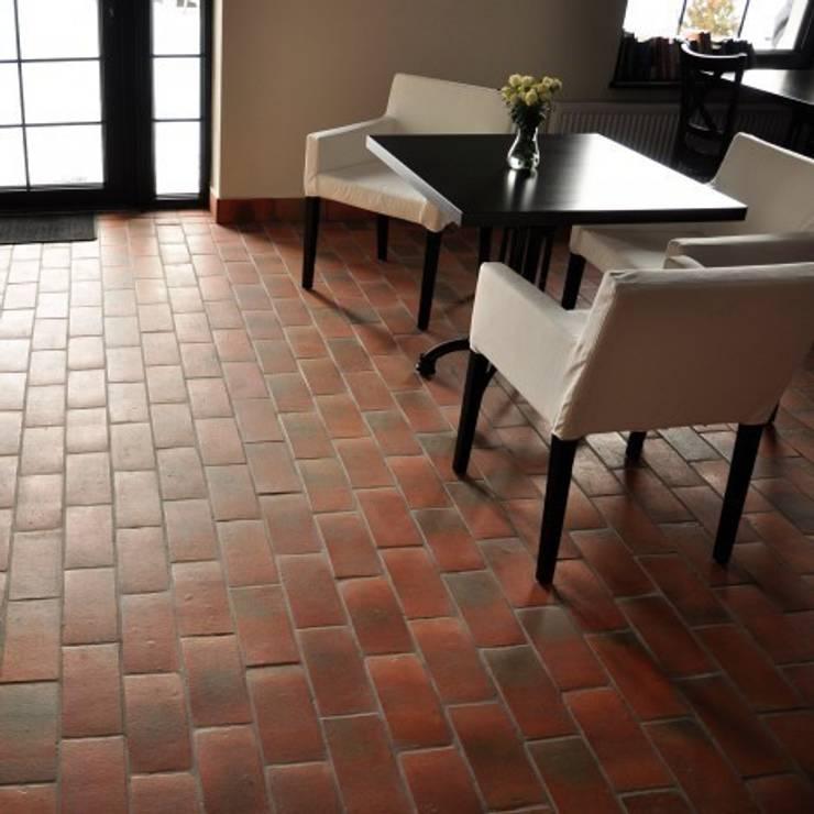 Terakota COTTO 25x12: styl , w kategorii Ściany i podłogi zaprojektowany przez Rogiński Warsztat Artystyczny - DomRustykalny.pl