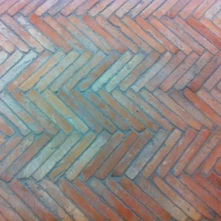 Cegiełki na podłogę i ścianę z Hiszpanii 4x24 cm: styl , w kategorii Ściany i podłogi zaprojektowany przez Rogiński Warsztat Artystyczny - DomRustykalny.pl