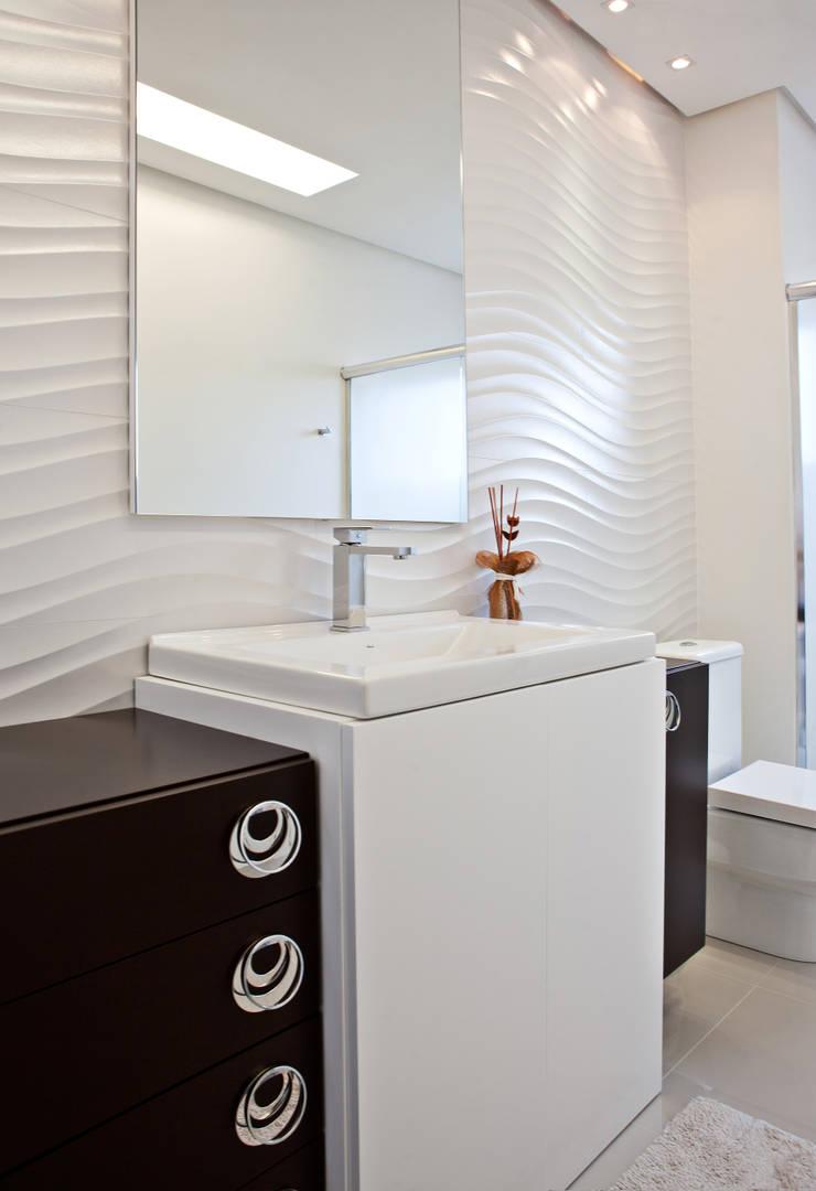 Banho: Banheiros  por Virtu Arquitetura