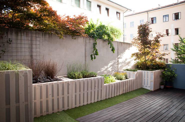 exTerra | Consulenze ambientali e Design nel verdeが手掛けたバルコニー&ベランダ&テラス