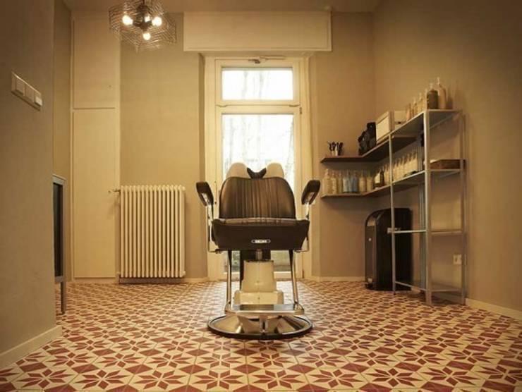 Salon fryzjerski płytki cementowe 204 : styl , w kategorii Ściany i podłogi zaprojektowany przez Rogiński Warsztat Artystyczny - DomRustykalny.pl