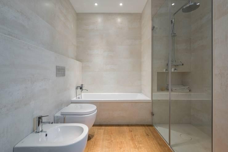 Casa Trinidad: Baños de estilo  de LLIBERÓS SALVADOR Arquitectos