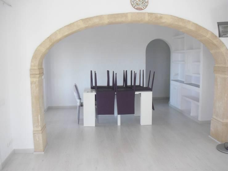 Reforma salón: Salones de estilo  de CONSTRUCCIONS VICTOR IVARS IVARS