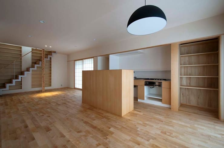 Projekty,  Jadalnia zaprojektowane przez 家山真建築研究室 Makoto Ieyama Architect Office