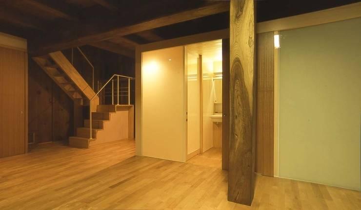 水廻りボックス: 家山真建築研究室 Makoto Ieyama Architect Officeが手掛けた浴室です。