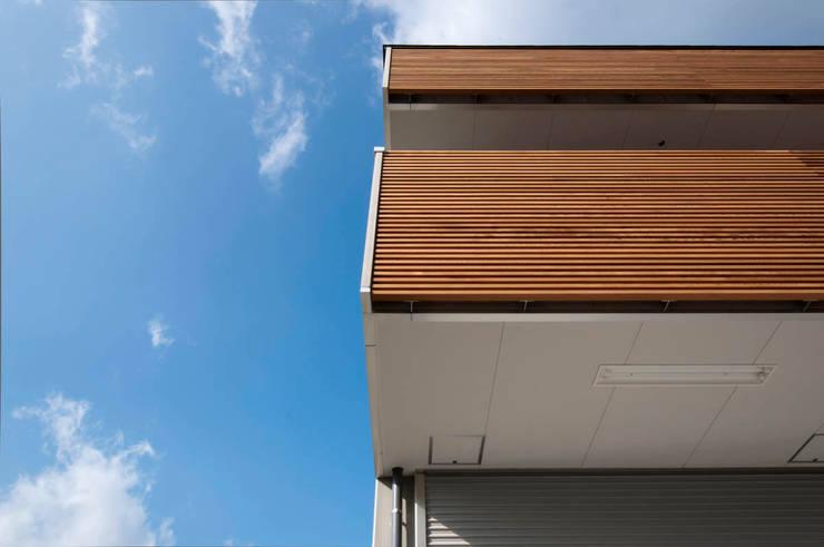 バルコニー: 家山真建築研究室 Makoto Ieyama Architect Officeが手掛けた家です。