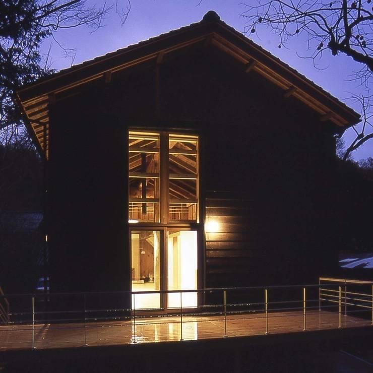 南の蔵 夜景: 家山真建築研究室 Makoto Ieyama Architect Officeが手掛けた家です。
