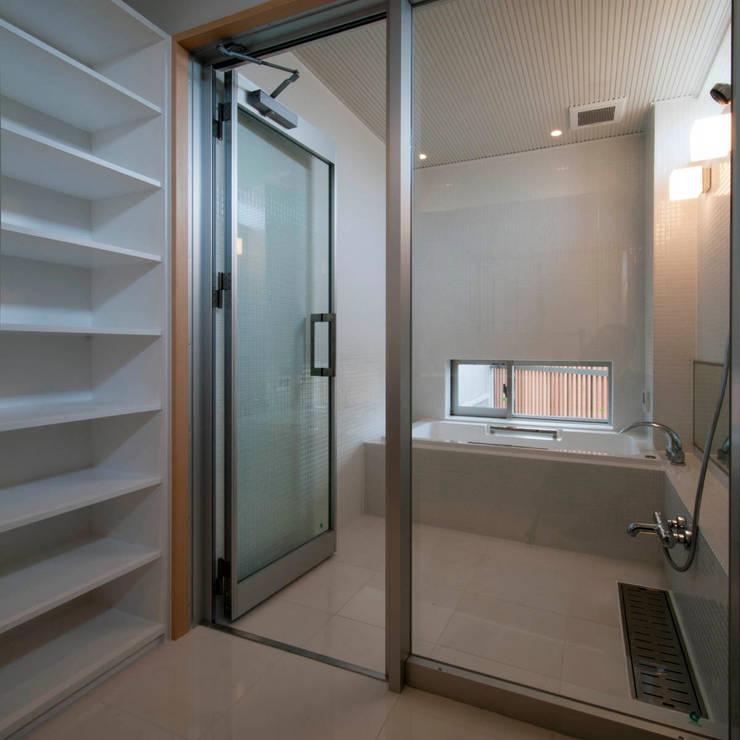 浴室 by 家山真建築研究室 Makoto Ieyama Architect Office