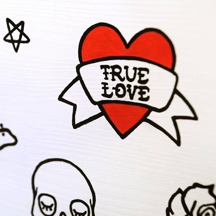 """Drewniana skrzynia na zabawki """"True love"""": styl , w kategorii Pokój dziecięcy zaprojektowany przez NOBOBOBO"""