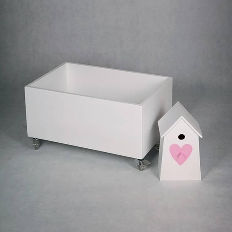 """Lampka nocna domek dla ptaków """"Serce"""": styl , w kategorii Pokój dziecięcy zaprojektowany przez NOBOBOBO"""