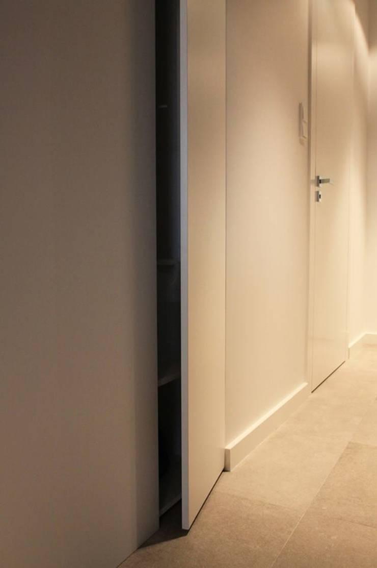 Mieszkanie przy parku: styl , w kategorii Korytarz, przedpokój zaprojektowany przez Hanna Pietras Pracownia Architektoniczna