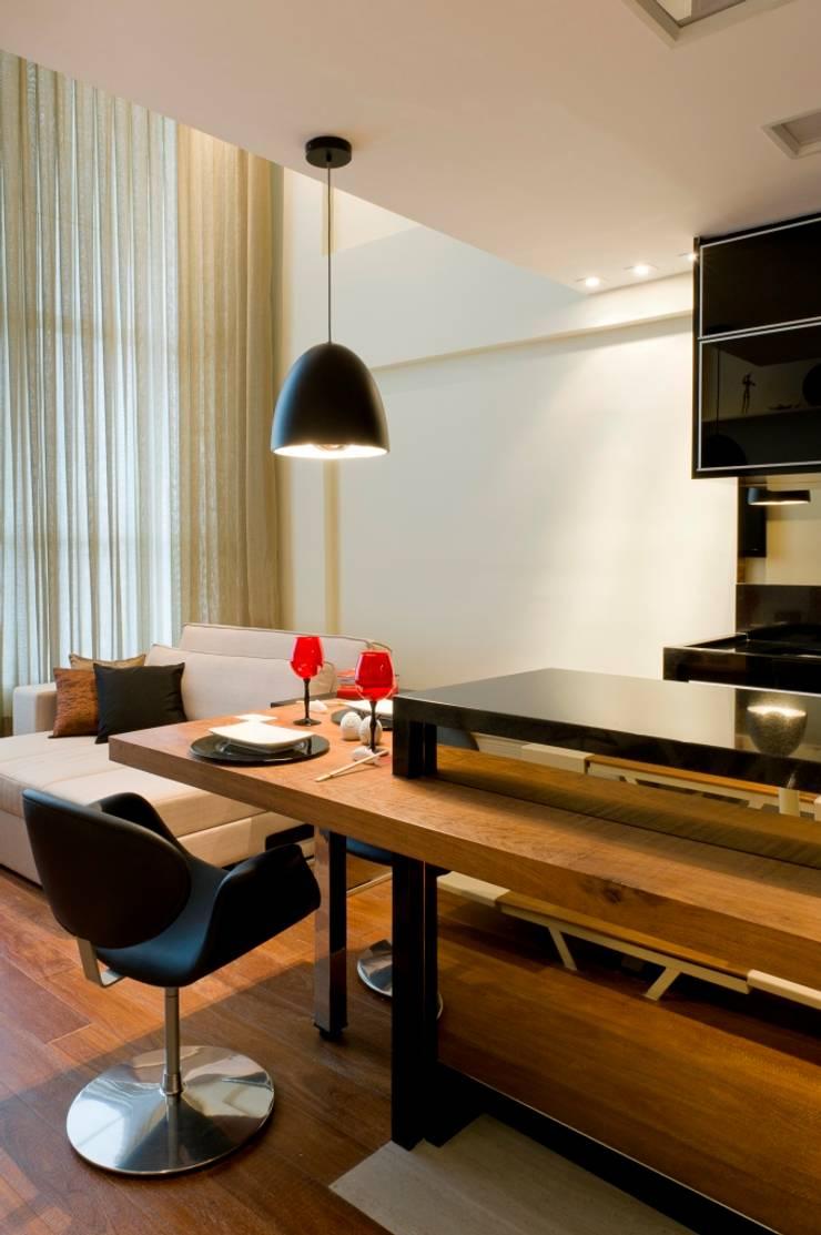LOFT SANTANA, SÃO PAULO(SP): Salas de jantar modernas por LORENZZO ARQUITETURA E INTERIORES