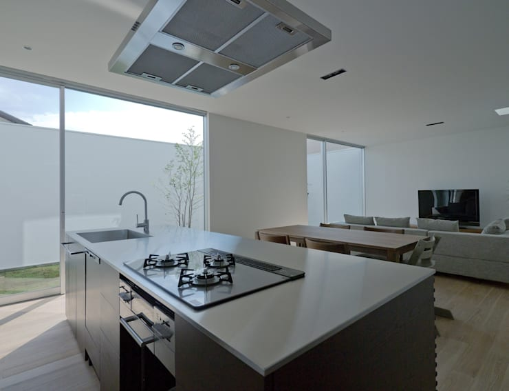 3×10 Court house LDK: e do design 一級建築士事務所が手掛けたキッチンです。,
