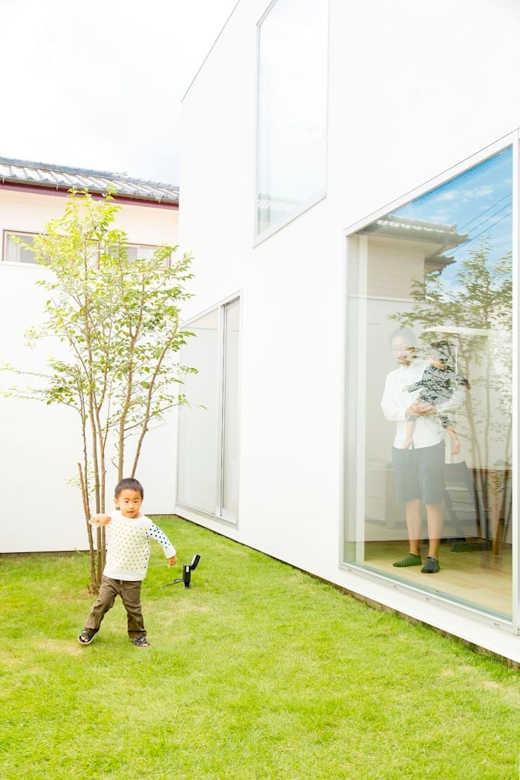 3×10 Court house Courtyard: e do design 一級建築士事務所が手掛けた庭です。,