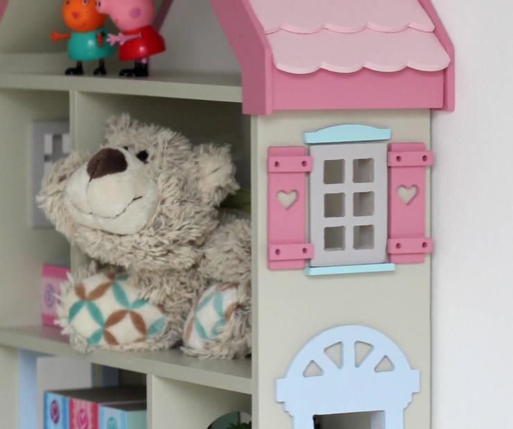 """Półka DOMEK DLA LALEK """"PINK"""": styl , w kategorii Pokój dziecięcy zaprojektowany przez EBISSU"""