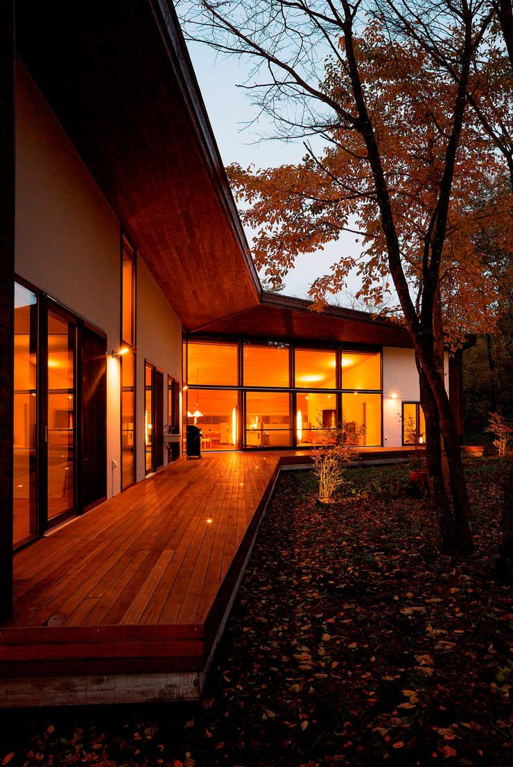 斜面を受け止める家: 株式会社sum designが手掛けた家です。