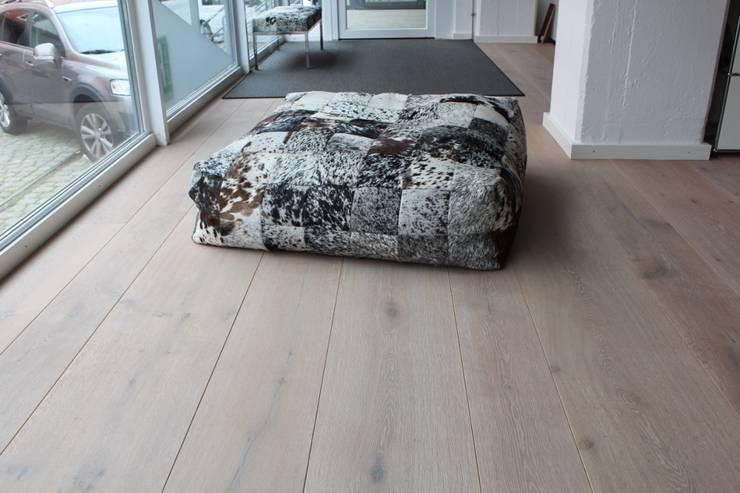 Designmöbel – Sessel:   von Holz + Floor GmbH   Thomas Maile   Wohngesunde Bodensysteme seit 1997,Tropisch