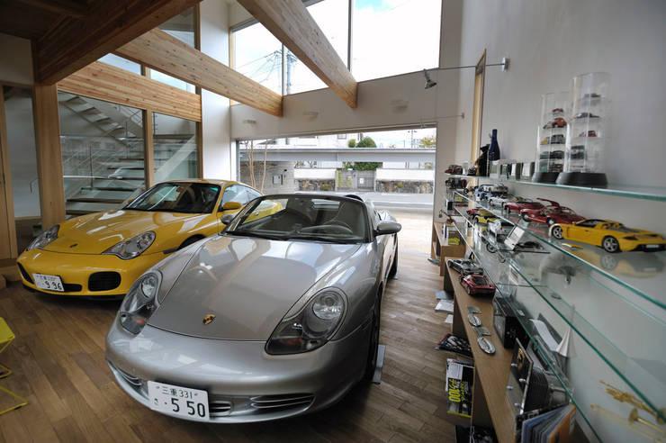 K-house 趣味のスペース: 株式会社 森本建築事務所が手掛けたガレージです。