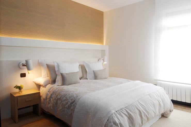 Decoración de casa moderna y actual para familia con niños: Dormitorios de estilo  de Sube Susaeta Interiorismo