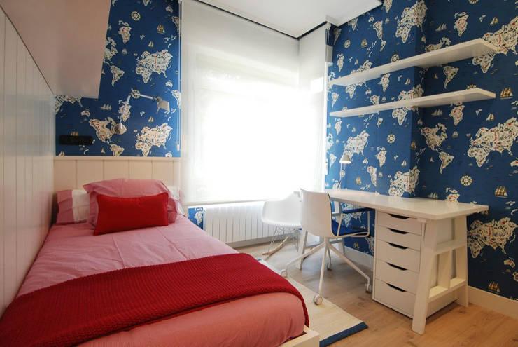 Decoración de casa moderna y actual para familia con niños: Dormitorios infantiles de estilo  de Sube Susaeta Interiorismo
