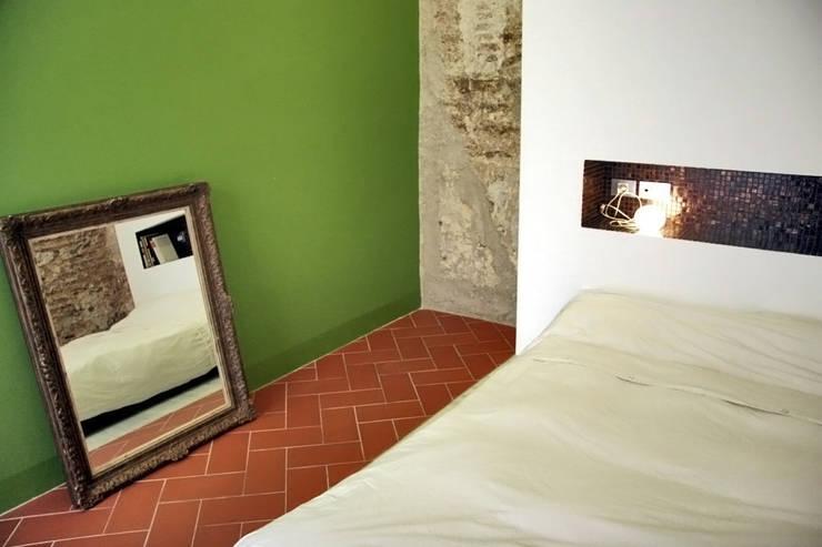 Casa Julia: Dormitorios de estilo  de bellafilarquitectes